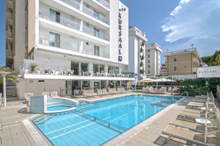 esterni hotel con piscina riccione