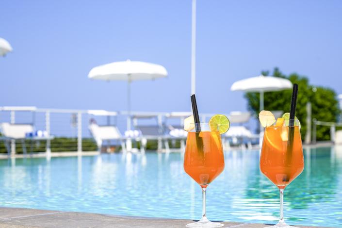 aperitivo mare vacanza piscina hotel